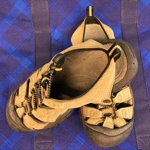 KEEN Waterproof Hiking Shoes Sz 6.5